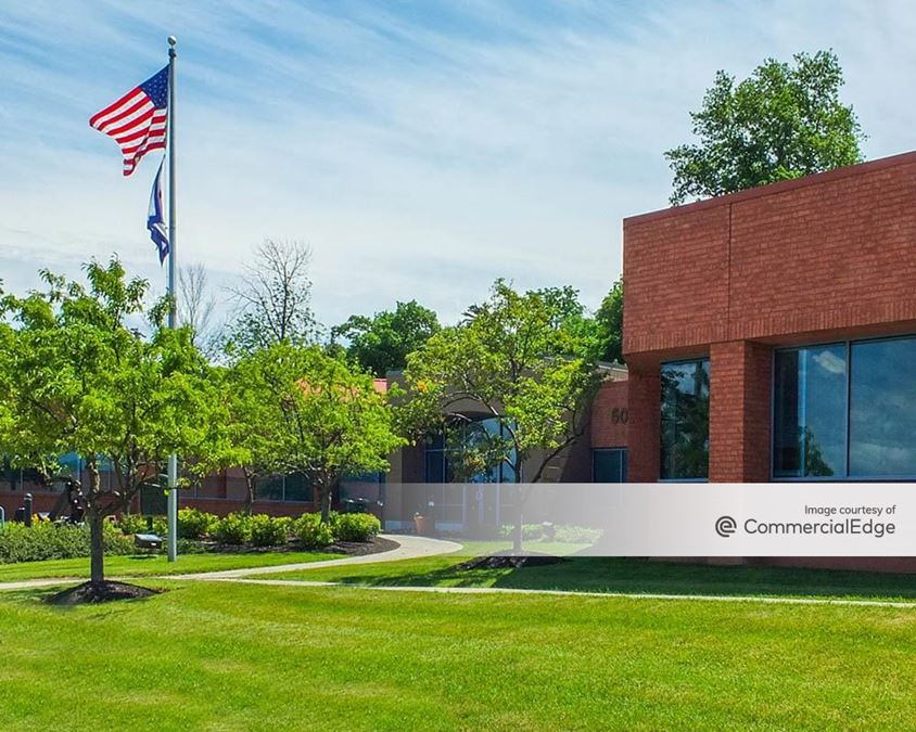 Centerpointe Corporate Park - 450 & 500 Essjay Road
