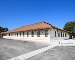 Uni Kool Center - Salinas