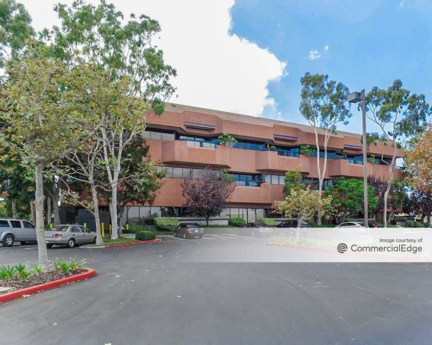 Rolling Hills Plaza - 2601 Airport Drive