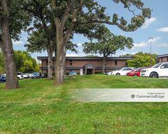Oakmoor Office Buildings - 4725 Merle Hay Road - Urbandale
