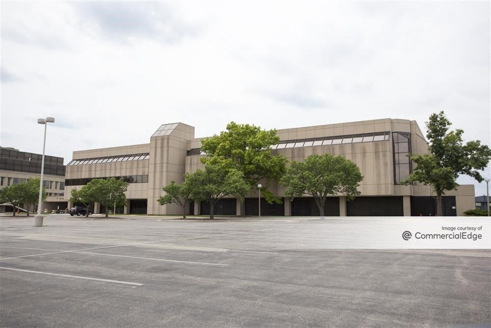 Kemper Lakes Business Center - Two Corporate Drive
