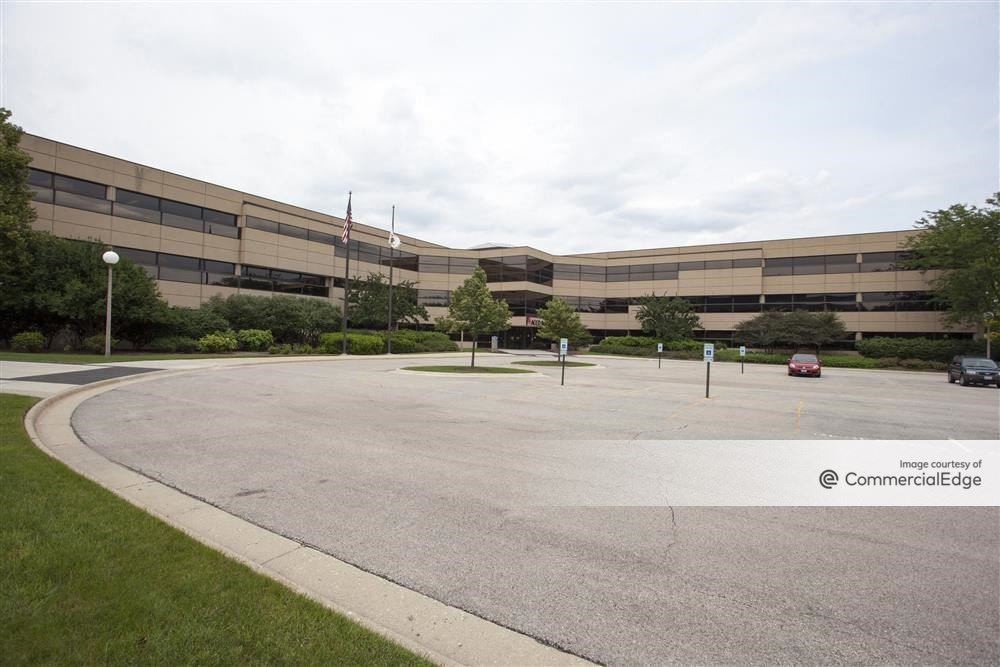 Kemper Lakes Business Center - Four Corporate Drive