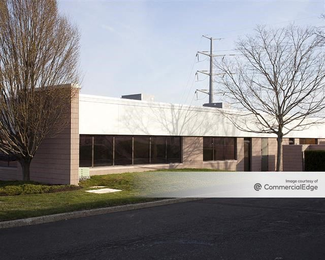 Pennsylvania Business Campus - 100-107 Lakeside Drive