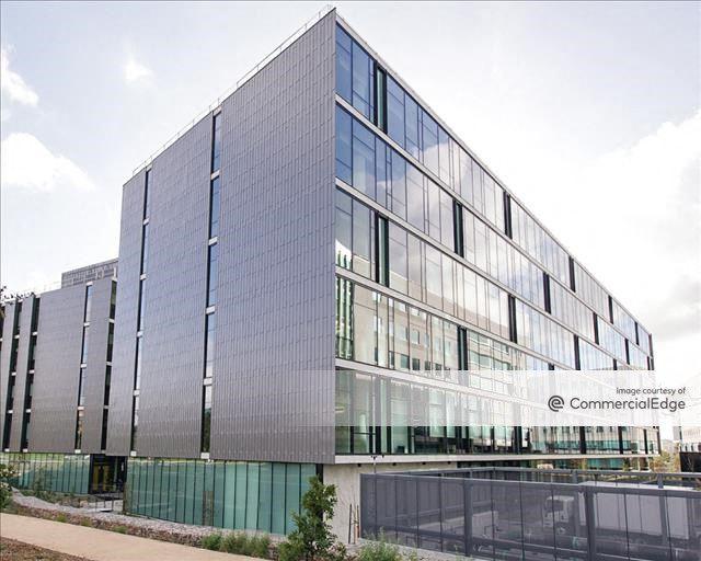 Qualcomm Pacific Center Campus - AY Building