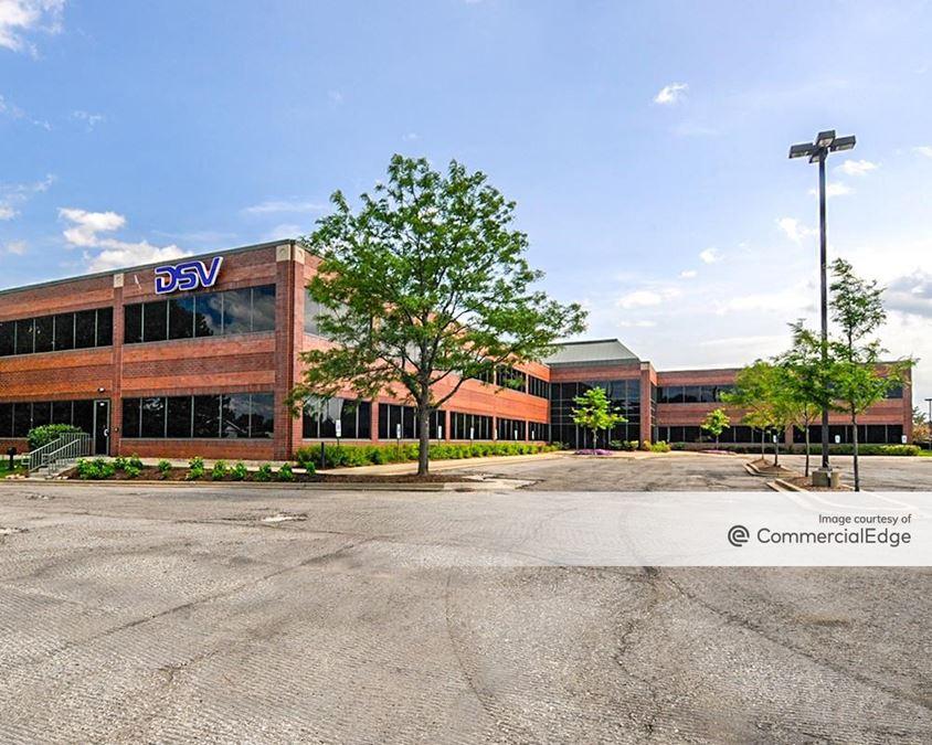 Hamilton Lakes Business Park - 1300 North Arlington Heights Road
