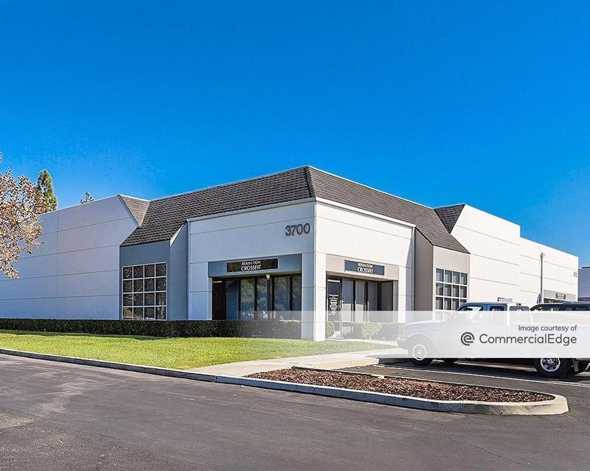 Yorba Linda Commerce Center