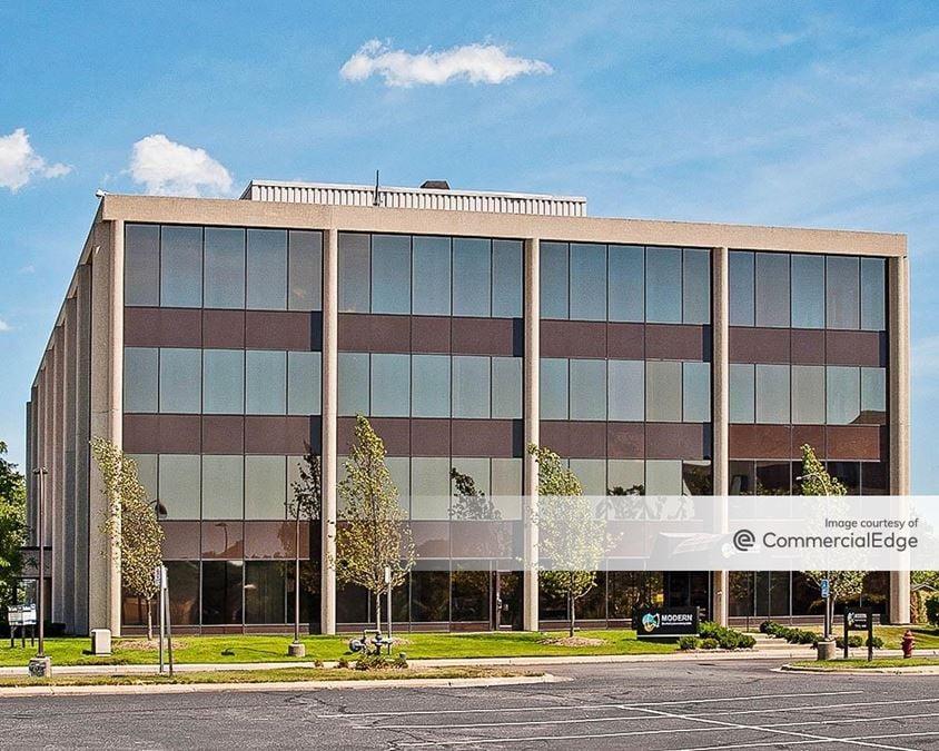 Robbins Executive Park West - 500 Stephenson Hwy