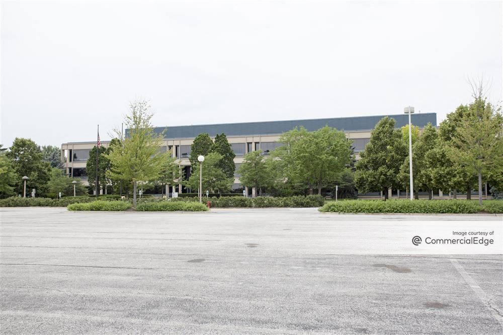 Kemper Lakes Business Center - Three Corporate Drive