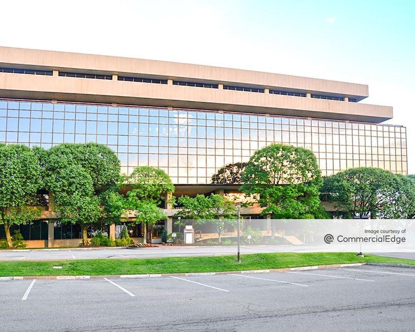 Foster Plaza 10