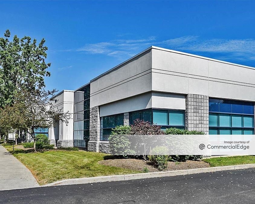 Northpointe Commerce Park - 170 & 220 Northpointe Pkwy