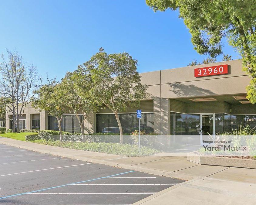 Dowe Business Park - 32910, 32950 & 32960 Alvarado Niles Road