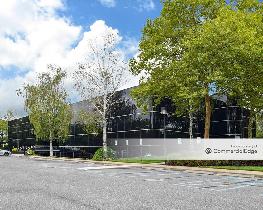 Airport Corporate Center - 640 Johnson Avenue