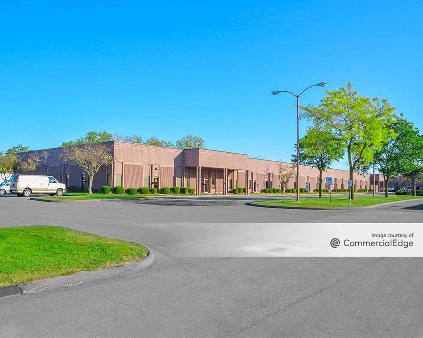 Livonia Commerce Center