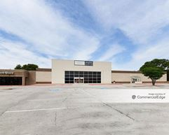 Brodie Oaks Shopping Center - 4025 South Capital of Texas Hwy - Austin