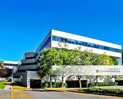 Eisenhower/280 Corporate Center - 103 Eisenhower Pkwy - Roseland