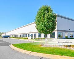 Detroit Metro Airport Center - 11301, 11401 & 11501 Metro Airport Center - Romulus