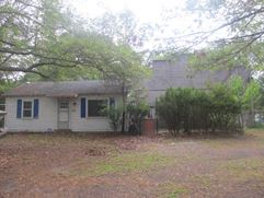 2 Units (1) Residence/Office & (1) 3,600 Sq Ft Warehouse *Owner Financing - Riverhead