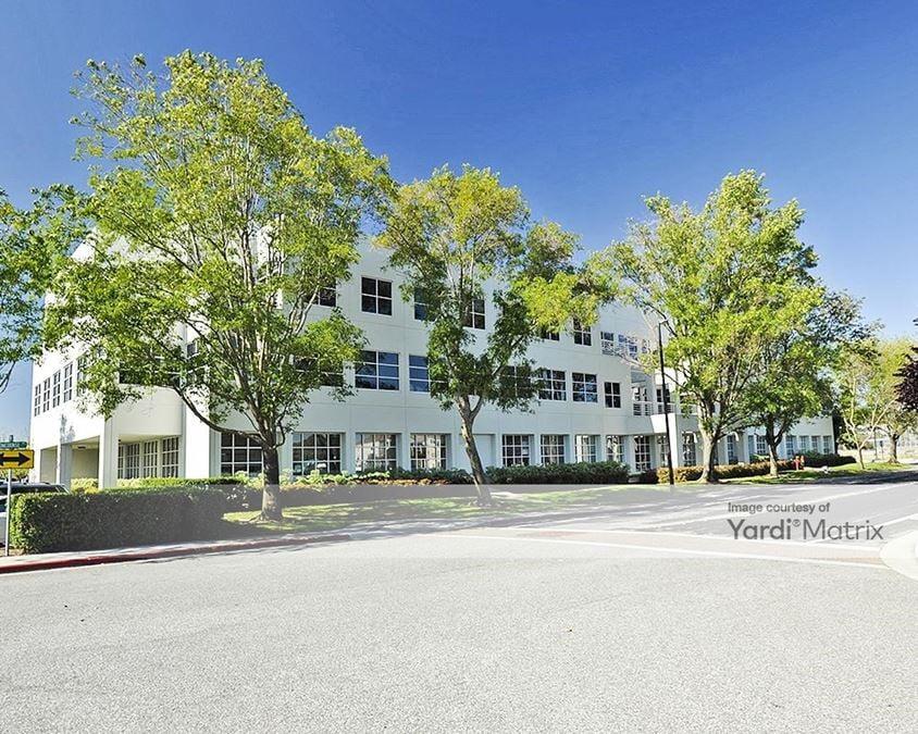 Oracle Island Park Campus - 301 & 401 Island Pkwy