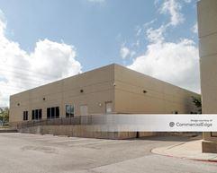 University Business Park - 5555 Northwest Pkwy - San Antonio