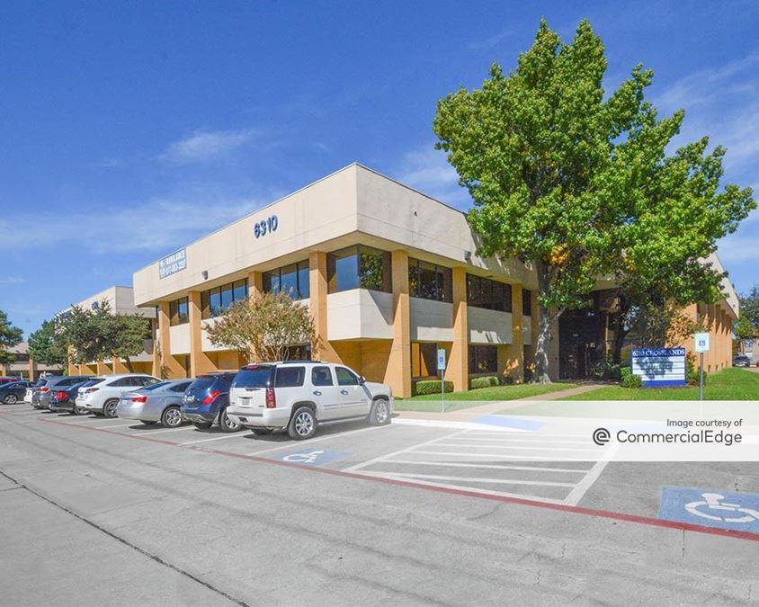 Crosslands Plaza - 6310 & 6320 Southwest Blvd