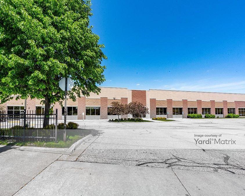 Hiawatha Business Center - Building 3