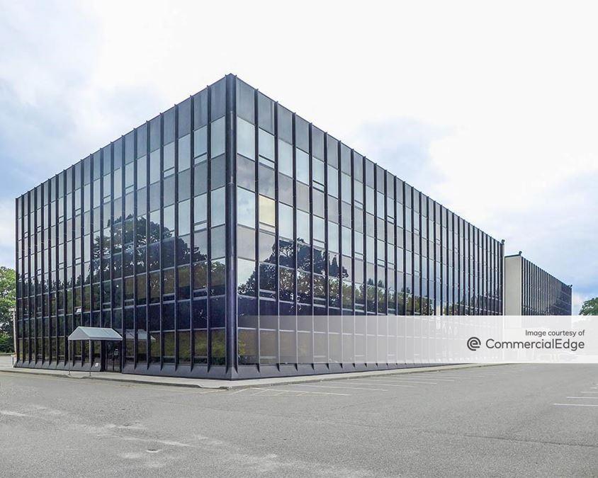 Crossways Corporate Park - 100 Crossways Park Drive West
