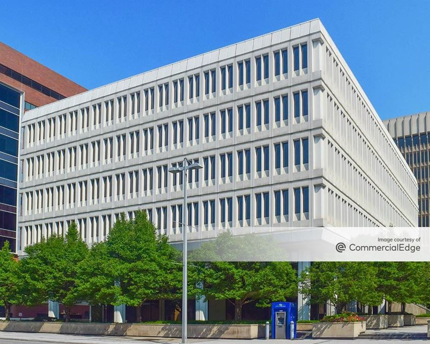 Fifth Third Center - 200 Monroe Avenue NW