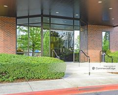 One Monarch Center - Clackamas