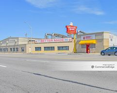 10148 Gratiot Avenue - Detroit
