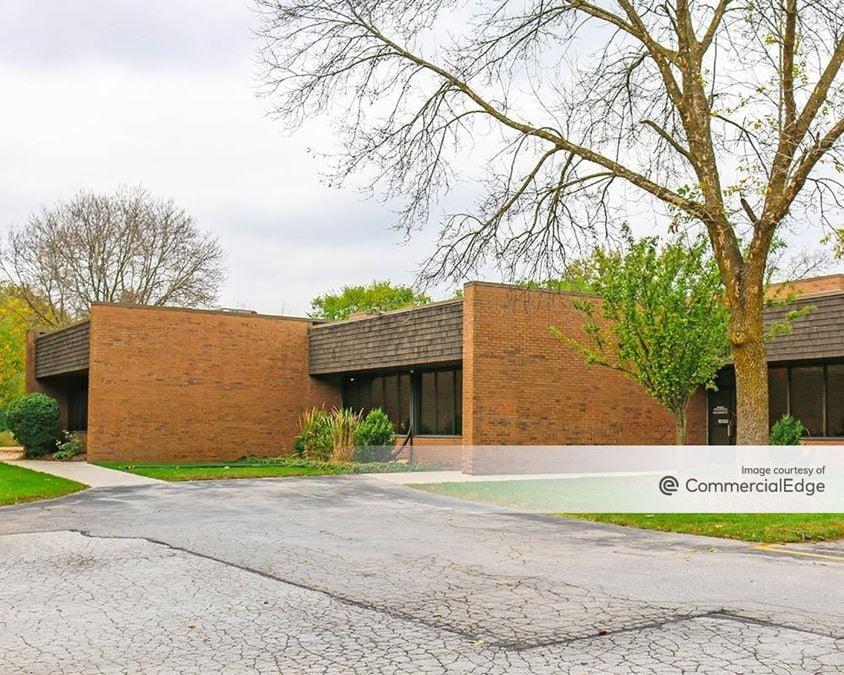Bishop's Woods Office Park - 150 South Sunnyslope Road