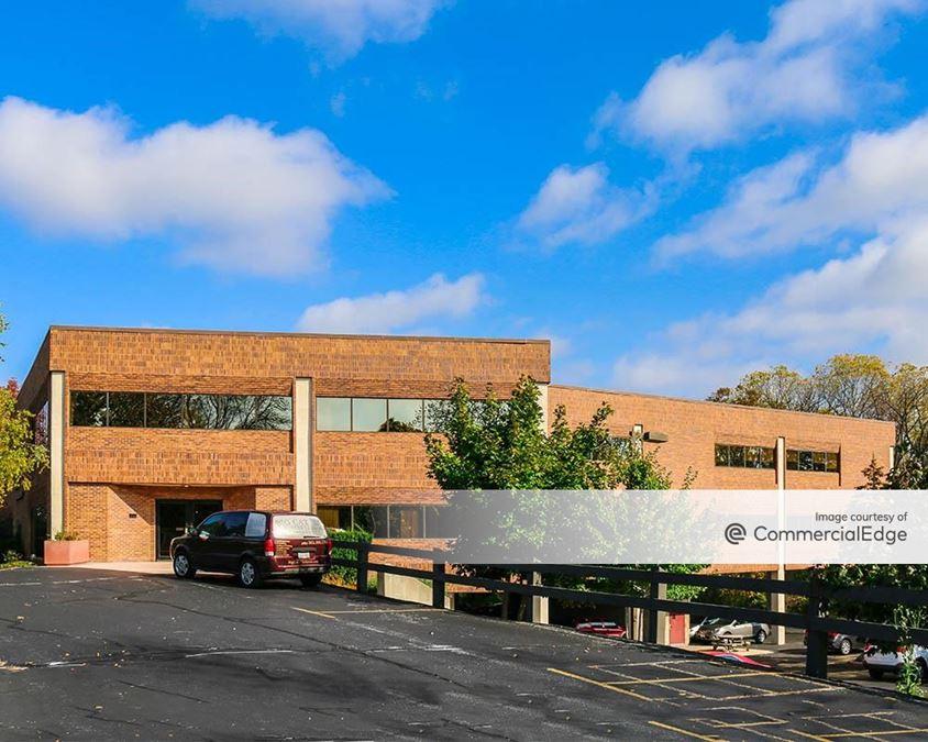 Bishop's Woods Office Park - 350 Bishop's Way