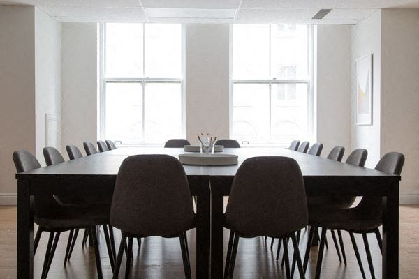 Office Freedom | 507 Place d'Armes