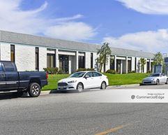 Valencia Industrial Center - 28170, 28210 & 2820 Avenue Crocker - Valencia