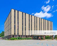4740 Kingsway Drive - Indianapolis