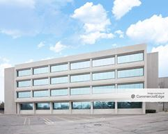 Northwestern Corporate Center - 19675 West 10 Mile Road - Southfield