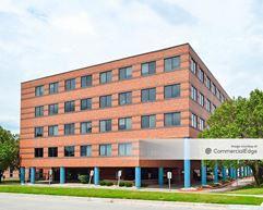 Health Strategies Plaza - Wichita
