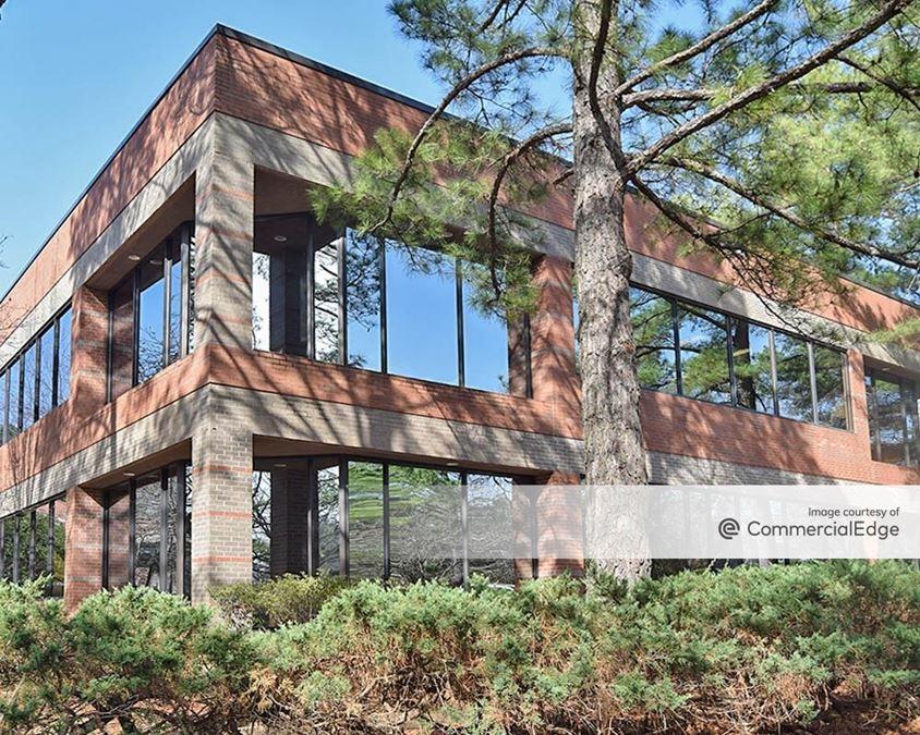 Woodlands Office Park - 800 Woodlands Pkwy