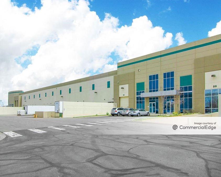 Stapleton Business Center - 4590 Geneva Street