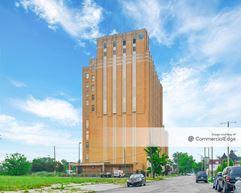 105 East Bethune Street - Detroit