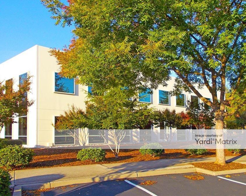 White Rock Corporate Campus - Building Build