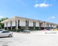 10200 & 10202 East Fwy - Houston